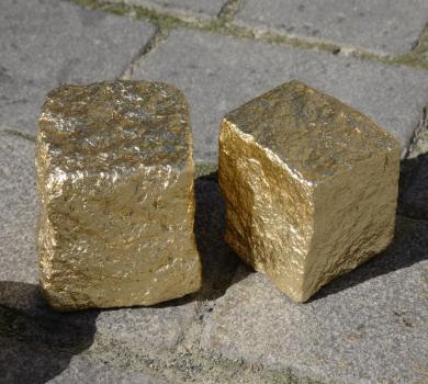 Granitstein vergoldet